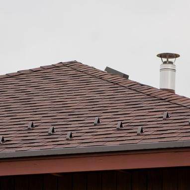 Зачем дымоходу нужны снегозадержатели